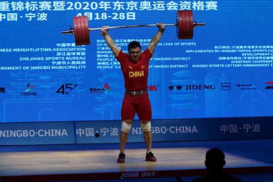 亚洲举重锦标赛传喜讯 济南杨哲勇冠