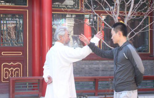 《功夫营救》热映 巩汉林潘元甲向中国武术致敬