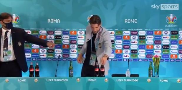 """欧足联:不能再移走赞助商的饮料 C罗""""可乐梗""""被球员争相模仿"""