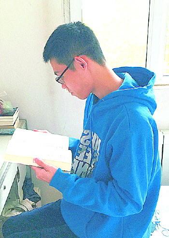 一天两本,济南小伙办了6张借书证,一年看680本书!