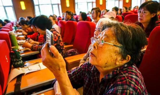 濟南老年人大學舉辦《微信基本應用》講座