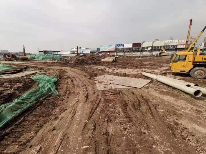 【啄木鸟在行动】济南天桥区北湖核心片区工程 现场施工道路脏、乱、差!