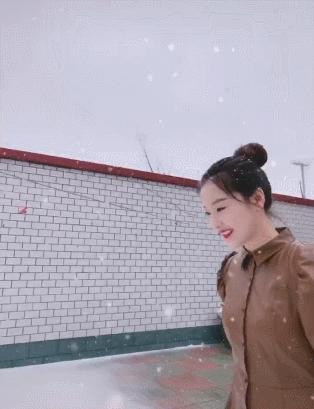 """""""嘎子哥""""情人节自制惊喜礼物,雪地表白初恋妻子"""
