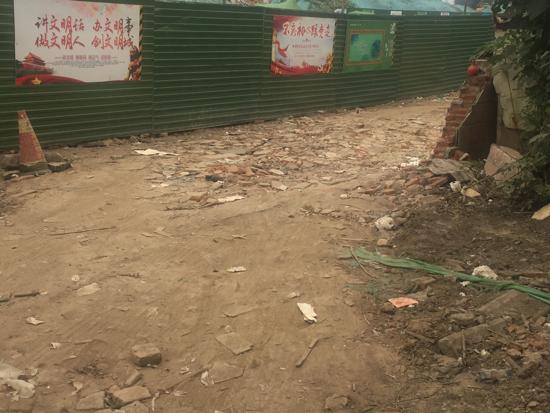 [啄木鸟在行动]王舍人镇卫生院东侧道路有扬尘隐患