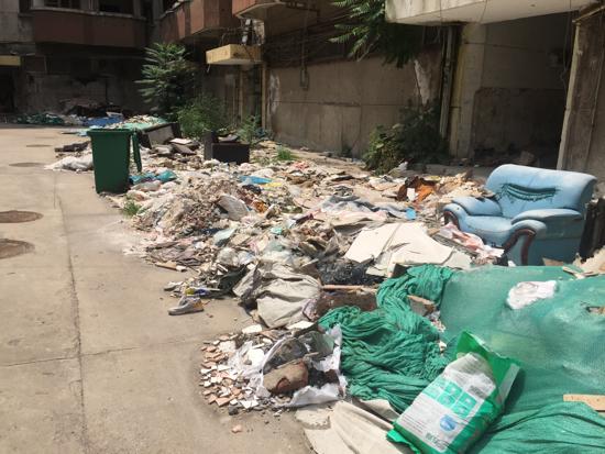 【啄木鸟在行动】经十路德兴街交汇处路南建筑垃圾裸露