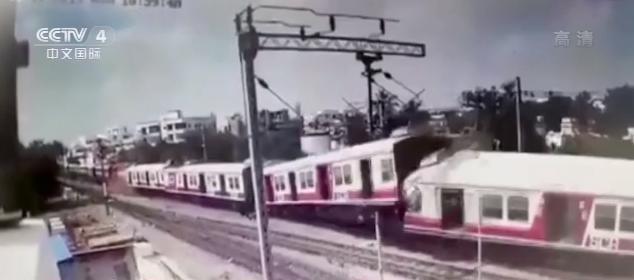 印度两列火车迎头相撞!监控拍下惊险瞬间(现场图)