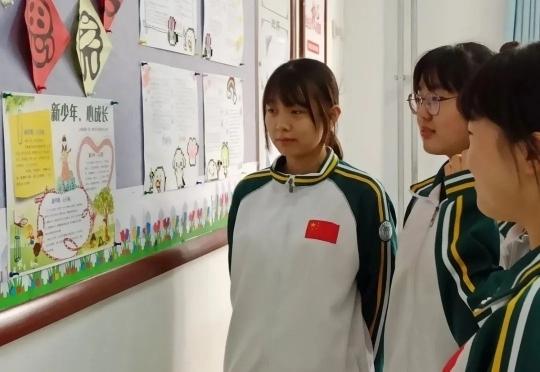 济南三中用心理画报为学生注入心能量
