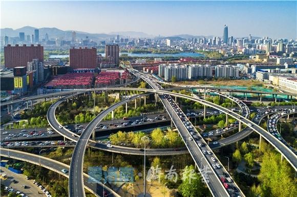东湖批评:武汉,正该是您自强时