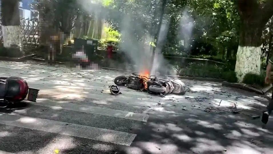 令人痛心!杭州电瓶车烧伤女孩或终生插管 电瓶车行驶中爆燃,烧伤女孩病危