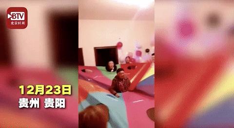 孙辈扮打地鼠给88岁奶奶过生日:平时年轻人蹦迪她也要跟着去