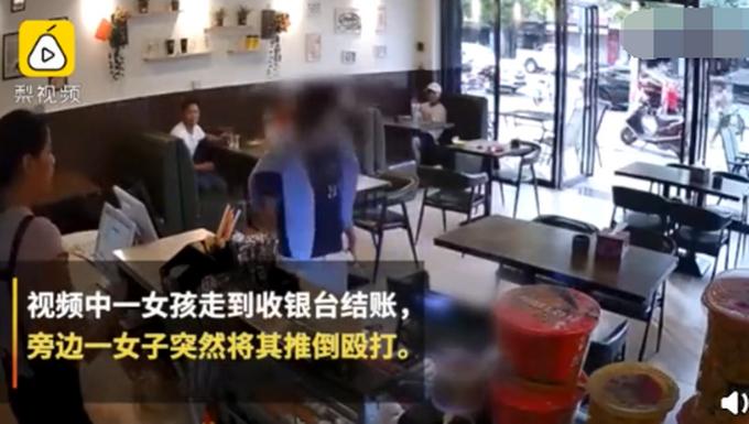 警方通�笈�子奶茶店被打案:并非因插�被打,打人者被拘15日