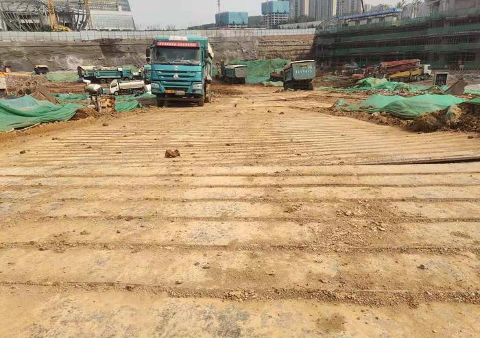 【啄木鸟在行动】济南华润中心二期工程 项目施工道路严重积尘