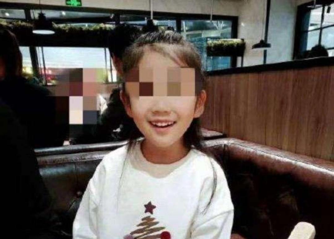 令人发指!6岁女童遭生母及其男友残忍虐待,抚顺市回应6岁女童受虐案