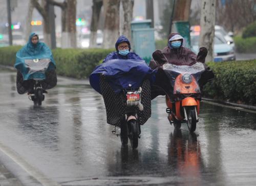 3月首日山东大部分地区雨雪相伴 气温直降10℃