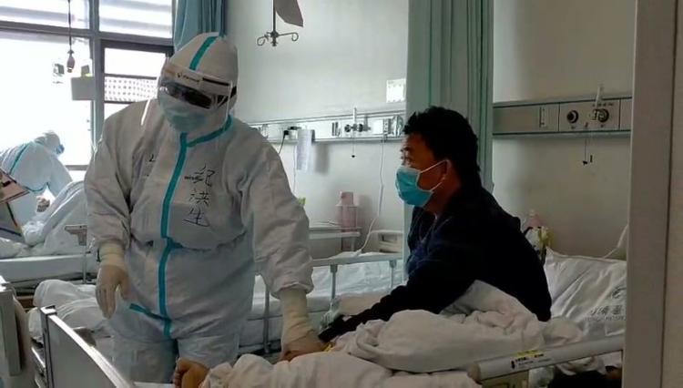山东援汉医生:带痛风药上前线,母亲叮嘱他多救人