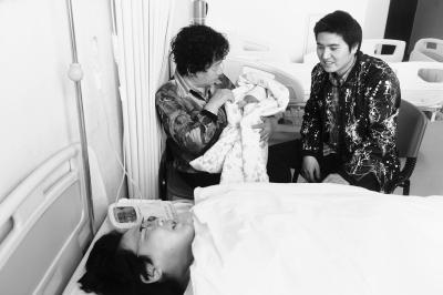 31年前出生的中国大陆首例试管婴儿 今天当妈妈了!