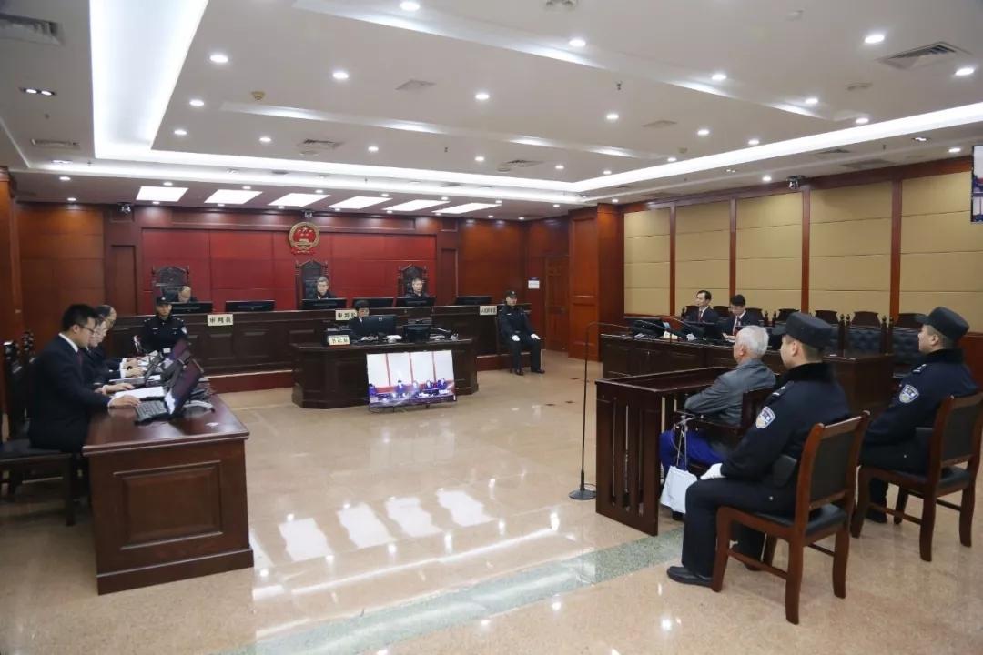 日照市检察院原检察长巩盛昌挪用公款、受贿、利用影响力受贿案一审开庭
