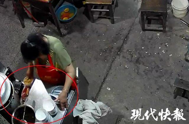 太恶心了!南京一商家回收顾客吃剩汤圆回锅,事后竟然反咬一口