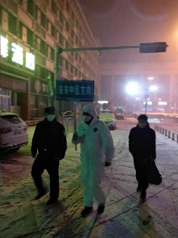 """济南城管:风雪中的防疫""""战士"""""""