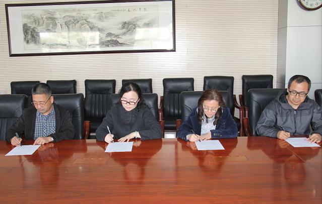 济南信息工程学校 组织教师签署拒绝有偿补课公开承诺书