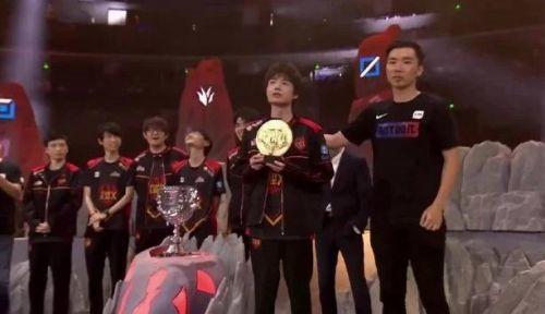 LPL夏季赛总决赛FPX夺冠