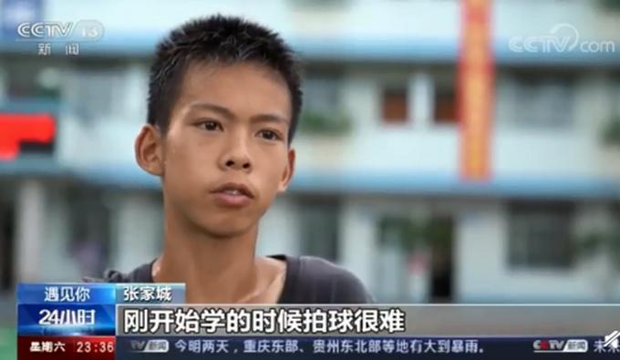 【少年当自强】篮球少年张家城2年练坏7双球鞋 一心只为篮球