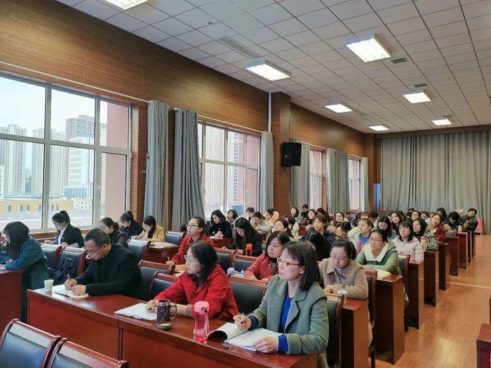 博观而约取,厚积而薄发――历城六中语文教研活动