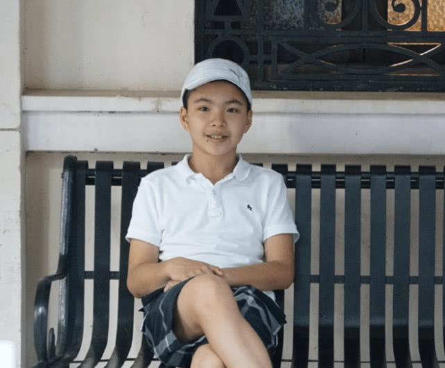 王中磊女儿晒爸爸与弟弟合照,13岁的威廉肤色黑出了高度