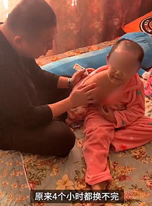 抚顺6岁被虐女童父亲望严惩前妻 称必须要争回抚养权