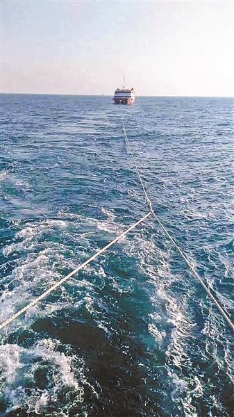 """幽灵船?渔民海上发现无人""""豪华游轮"""" 船体似乎曾遭过撞击"""