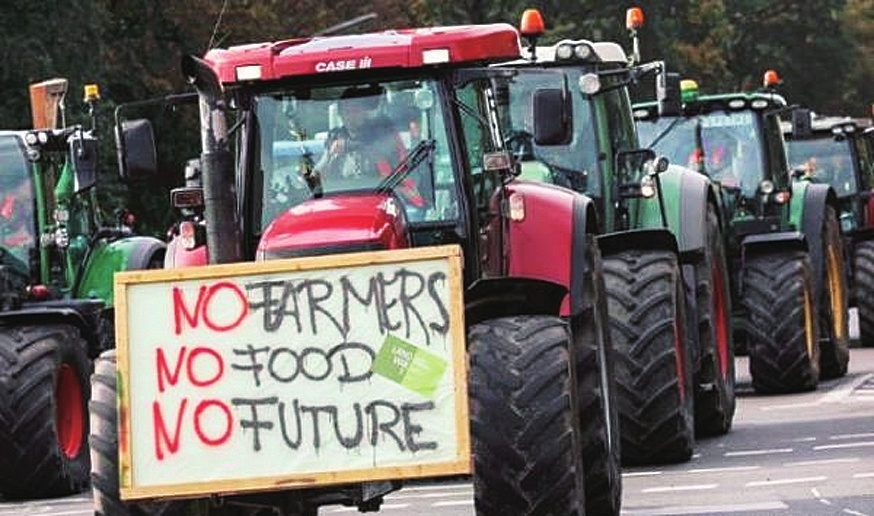 德国农民抗议环境法规开5000辆拖拉机上街