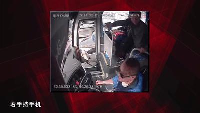 拒开空调遭乘客狂殴,司机停车打断乘客肋骨被免刑责