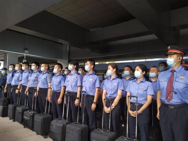 被困郑州50小时K15次列车安全抵济 全车1333人无人受伤