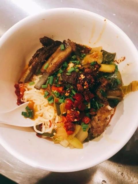 杭州姑娘晒公司食堂 一日三餐都免费!一进公司胖10斤