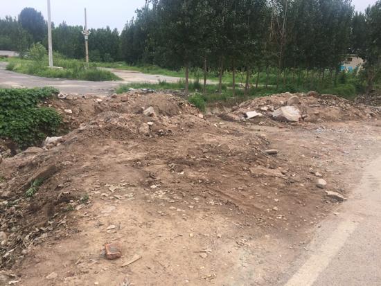 【啄木鸟在行动】滩九路荷花路交汇处南100米路东有渣土裸露