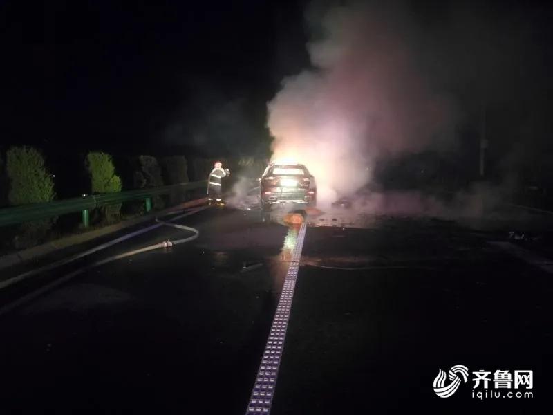 保时捷高速上追尾起火烧成空壳 车辆脱保还要承担事故全部责任