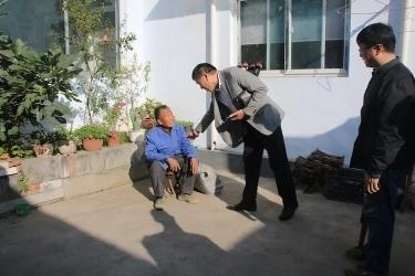 关爱贫困老年人、残疾人 多方携手爱心捐赠活动在官庄街道举行