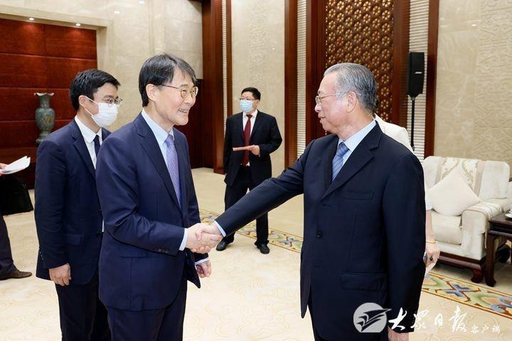 刘家义会见韩国驻华大使张夏成