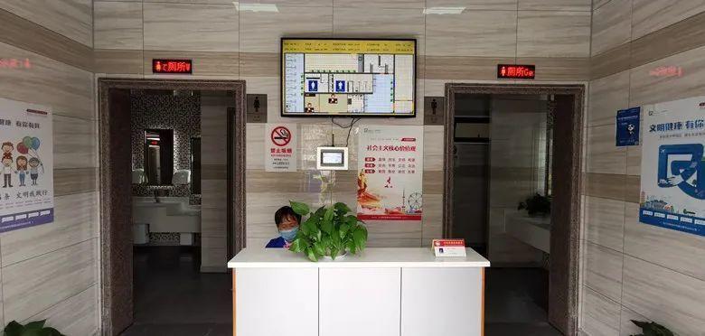 上海一公厕15分钟不出来自动报警!网友:求拉屎自由