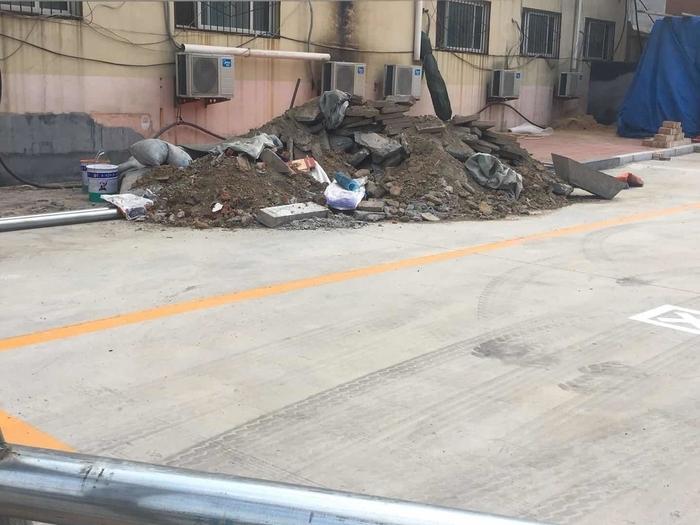 【啄木鸟在行动】高墙王幼儿园附近渣土裸露 存扬尘隐患