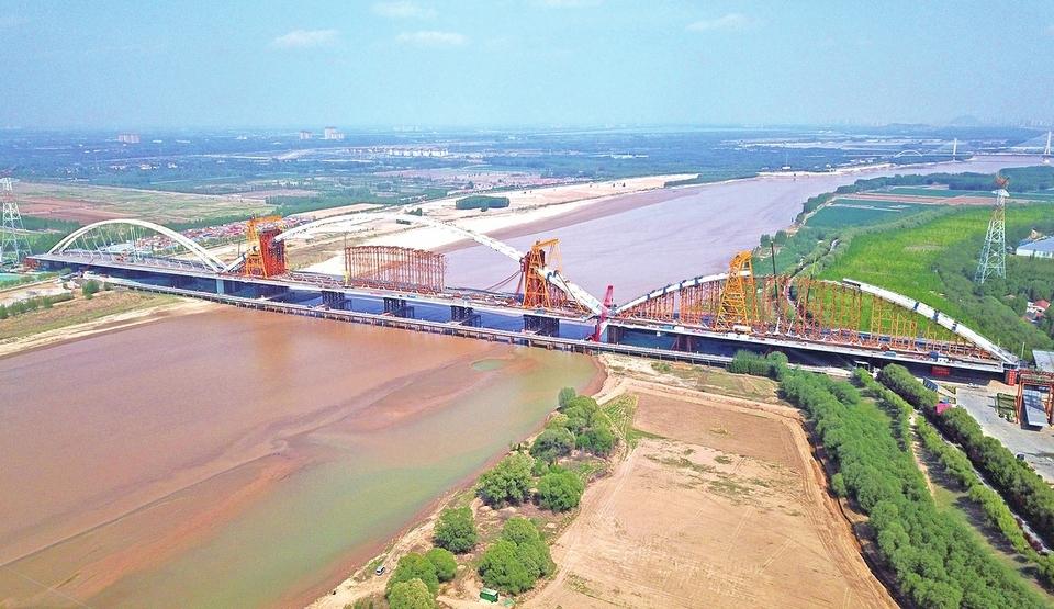 """齐鲁黄河大桥""""三跨""""亮相展英姿"""