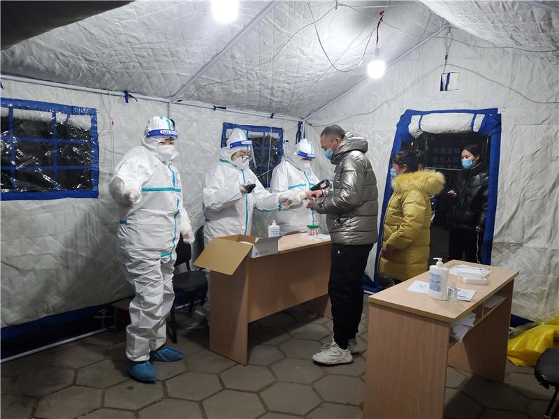 北京顺义疫情中风险区域:工作人员日夜坚守 居民生活物资充足