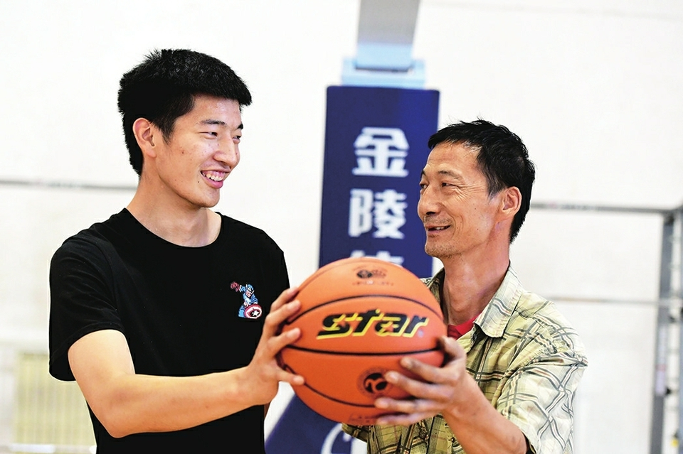 体育少年在济南市体育运动学校逐梦 父亲的爱,是陪在我身边