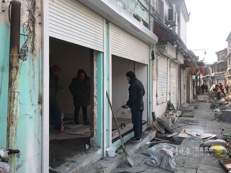 济南:趁芙蓉街施工,不少小吃店装修忙