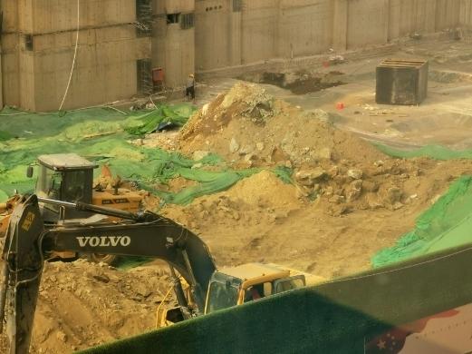 【啄木鸟在行动】堤口路、通普街交叉口天元建设集团项目存在扬尘隐患