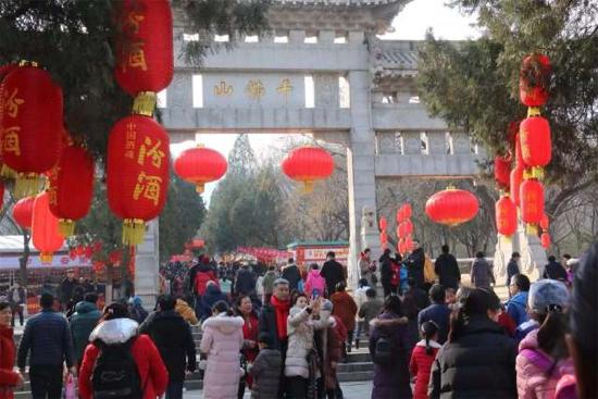 【新春走基层】大年初五迎财神,全市旅游市场依然酷热