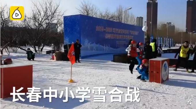 都是专业的!东北学生教科书式打雪仗 :没雪的季节用纸团练