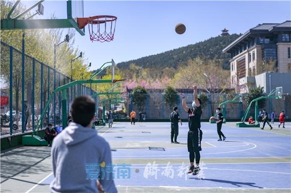 山东省体运动场地恢复开放 打球跑步无需提前预约