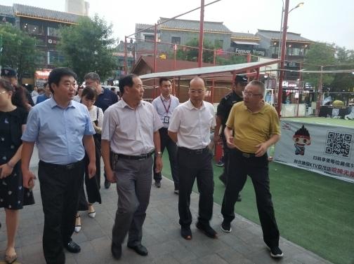 济南市城管夜查商圈 为夜经济保驾护航