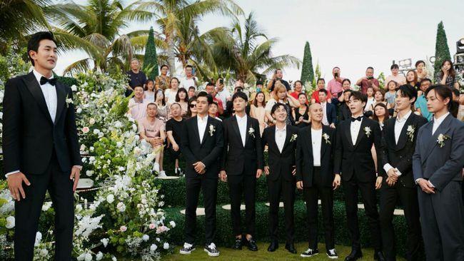 在机场呆了一天,杨洋晚宴前终于到达王彦霖婚礼现场